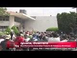 Manifestantes incendian Palacio de Gobierno de Iguala, Guerrero / Andrea Newman