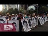 Miles marchan hacia el Zócalo en apoyo a normalistas de Ayotzinapa / Nacional