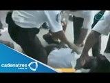 Maestros y policías mexicanos se enfrentan a golpes en Cancún (VIDEO)