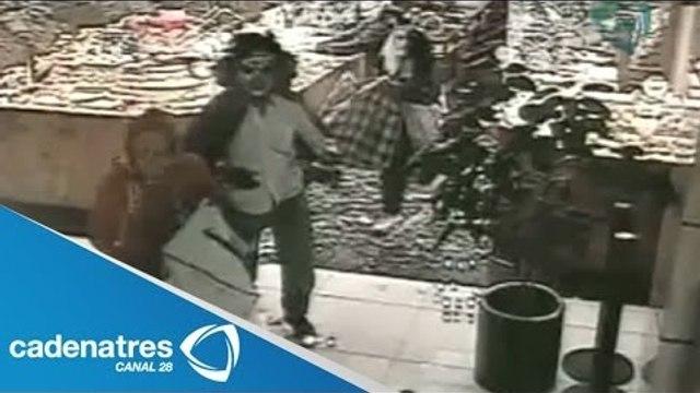 Zombis asaltan joyería en Plaza Galerías (VIDEO)