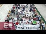 Padres de normalistas marchan por carriles centrales de la Autopista del Sol / Martín Espinosa