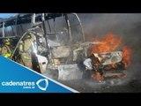 Pasajeros de un autobús escapan de un incendio en Puebla