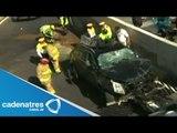 Sobrevive automovilista luego de caer 7 metros en su camioneta en segundo piso de Periférico