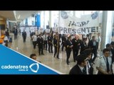 Trabajadores de Mexicana de Aviación protestan en el AICM