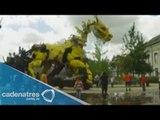 Enorme dragón mecánico invade Francia / Huge dragon invades France