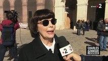 Regardez l'hommage de Mireille Mathieu à Charles Aznavour ce matin aux Invalides - VIDEO