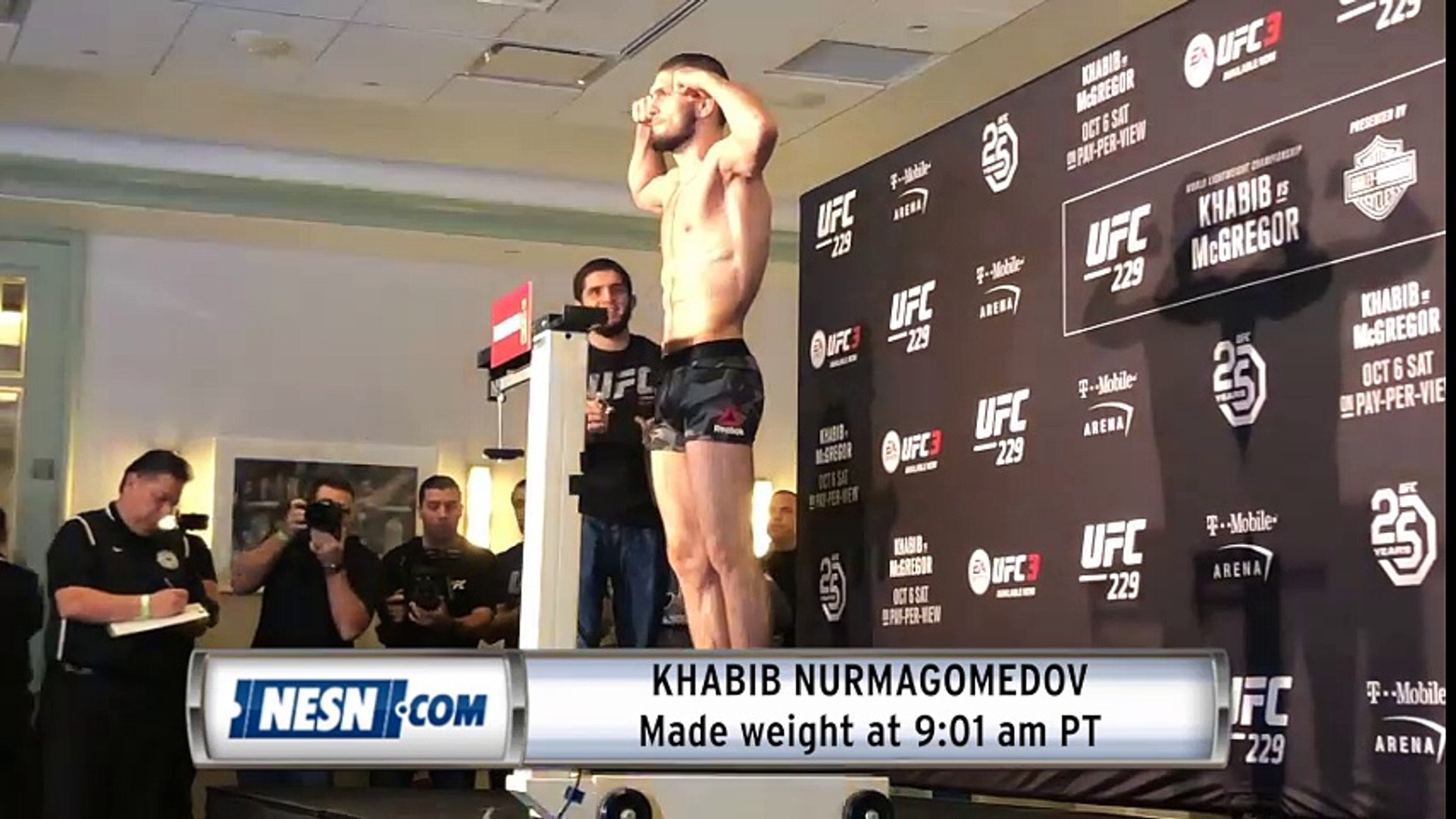 Khabib Nurmagomedov first to make weight for UFC 229