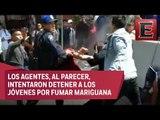 Jóvenes y policías capitalinos intercambian golpes en Balderas