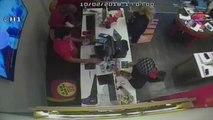 Girdiği İş Yerinden Cep Telefonu Çalan Hırsız Kameraya Yakalandı