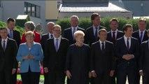 Ue, foto di gruppo per il leader europei al summit di Salisburgo