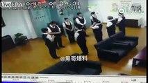 Chute d'un énorme serpent du faux plafond ! Il tombe au milieu d'étudiantes chinoises !