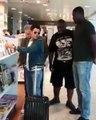 Images inédites et insoutenables de l'affrontement entre 2 humoristes français : Jamel Debbouze face à Kev Adams, à l'aéroport... Eux aussi !#rire #humour #par