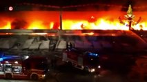Milano, incendio nella bovisasca: brucia capannone di rifiuti | Notizie.it