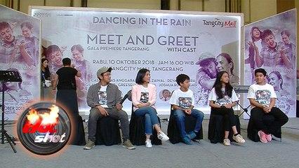 Antusias Warga Tangerang Sambut Bintang Film 'Dancing In The Rain'