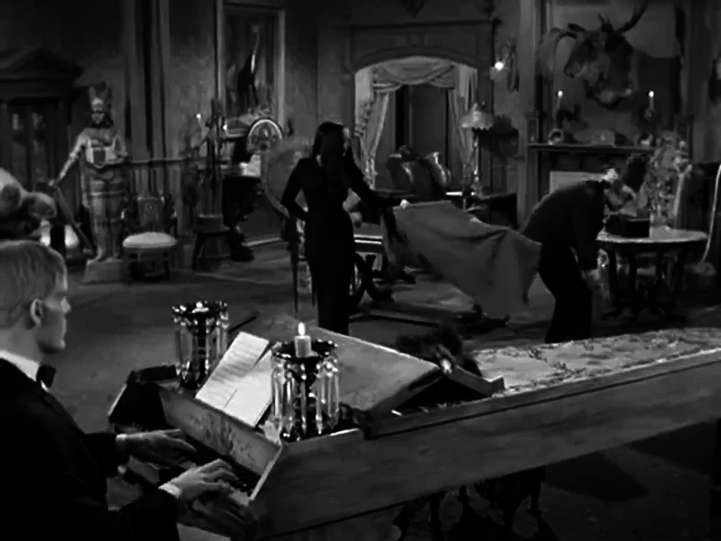 The Addams Family S01E19 - The Addams Family Splurges