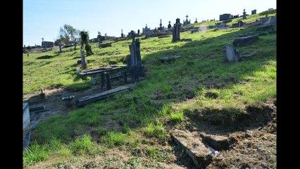 Urban fotografie bizar kerkhof je ziet de kisten liggen!