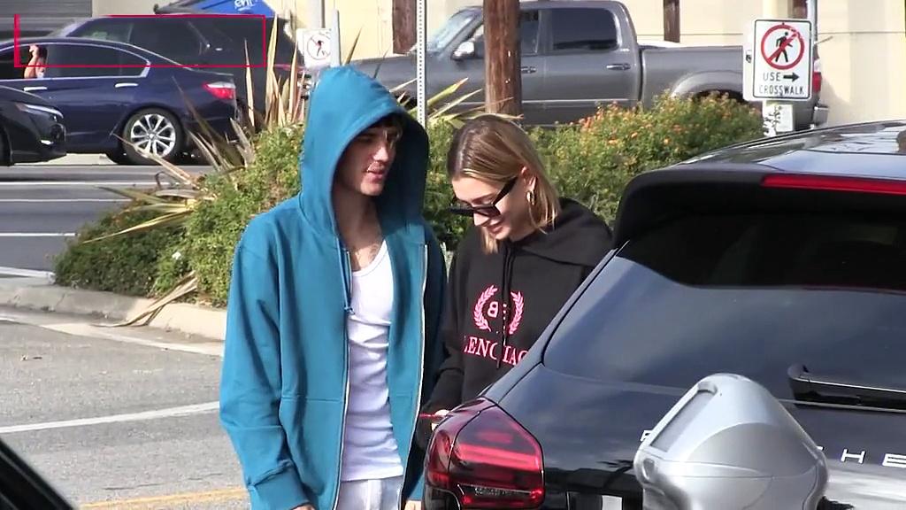 Justin Bieber & Hailey Baldwin kiss after grabbing coffee