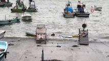Akçakoca'da dev dalgalar liman içinde bir tekneyi batırdı
