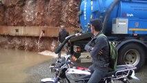 Gaziantep'te Alt Geçit Çalışmalarının Durdurulduğu Bölgeyi Yağmur Vurdu: Yollar Göle Döndü!