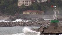 Zonguldak'ta Dev Dalgalar 7 Metrelik Mendireği Aştı