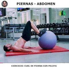 Trabaja piernas y abdominales con fitball