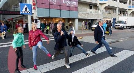 Wethouder Mijnans opent Silly Walk oversteekplaats Stadhuispassage / Spijkenisse 2018