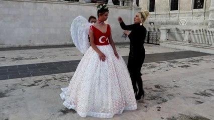 d8867ee6f9811 Cumhuriyet Bayramı'na Özel Türk Bayraklı Gelinlik Tasarladı