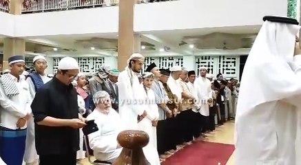 Sholat Berjamaah Diimami Imam Masjid Nabawi