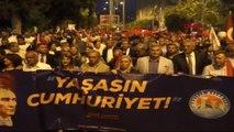 Mersin Cumhuriyet Yürüyüşü'nde Bin Metrelik Türk Bayrağı ve Atatürk Posteri