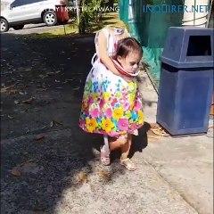 Une petite fille de 2 ans se déguise pour Halloween
