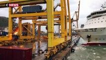 Un bateau percute une grue dans le port de Barcelone