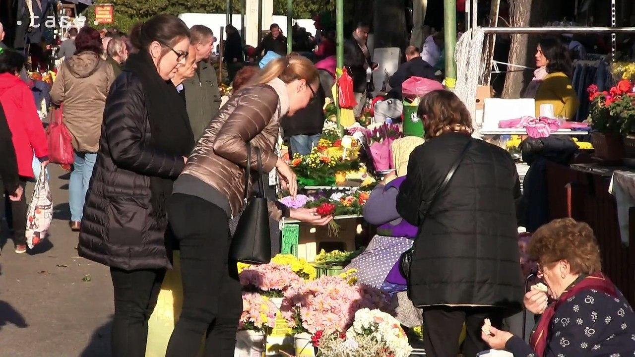 BRATISLAVA: Ľudia kupujú kvety a kytice pred Sviatkom všetkých svätých