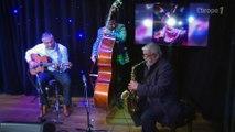 Démonstration de musique traditionnelle par le cirque Romanès sur Europe 1
