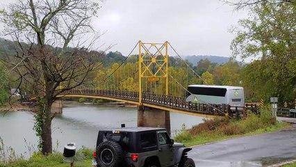 Un pont s'affaisse suite au passage d'un bus