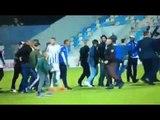 """Ora News - Kaos në """"Selman Stërmasi"""", tifozët hyjnë në fushë dhe sulmojnë futbollistët"""