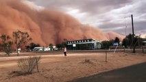 Un énorme nuage de sable recouvre cette ville du New South Wales... tempête de sable
