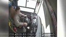 #فيديوشجار بين راكبة وسائق الحافلة سبب سقوطها في نهر اليانغتسي بـ #الصين ومصرع 13 شخصا غرقا#الوطن #بكين