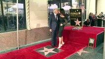 Michael Douglas devela estrella en Paseo de la Fama de Hollywood