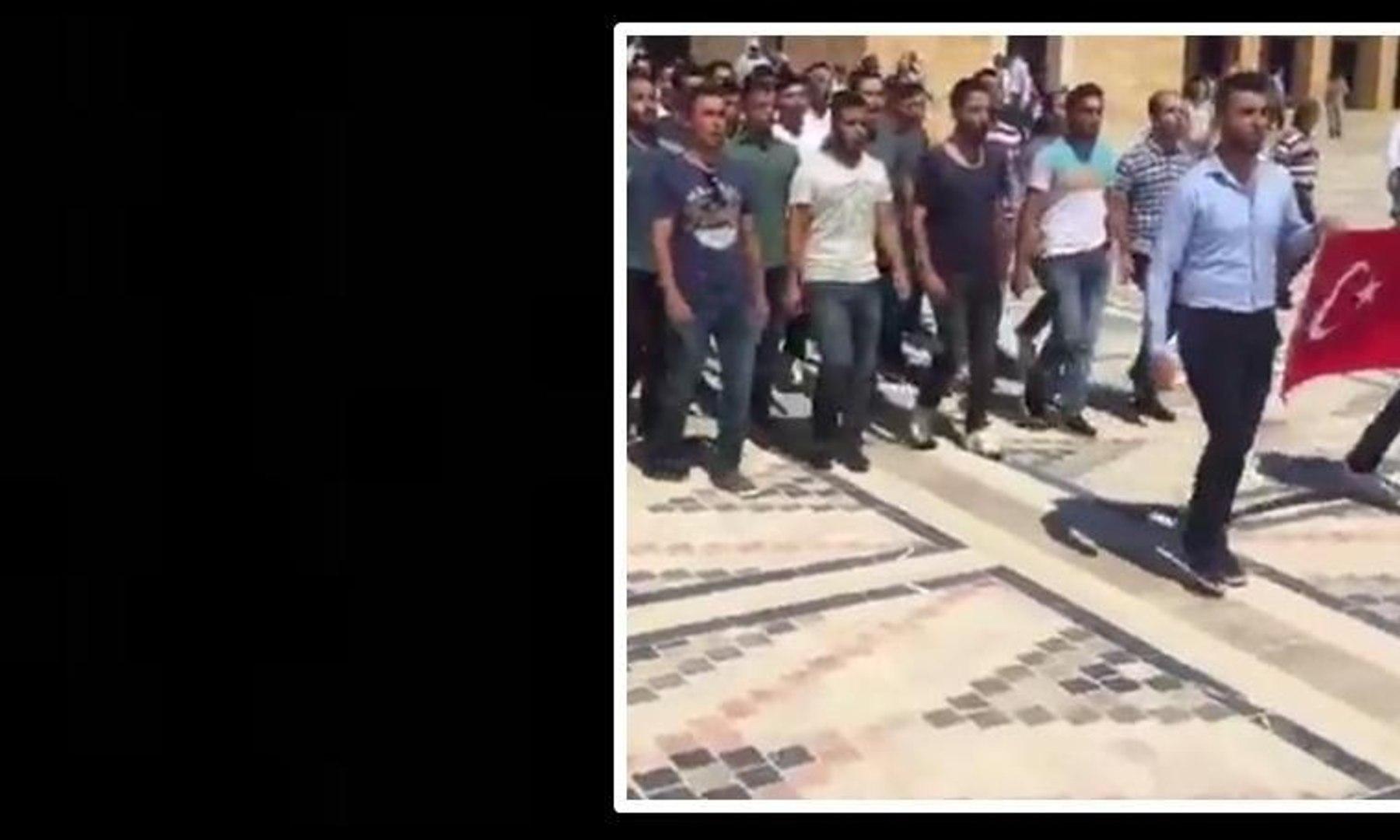 Askeri okul öğrencileri marşlarla Anıtkabir'e girdi