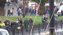 Otobüs Kaza Yaptı; Tramvay Seferleri Aksıyor