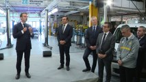 """""""Vous n'êtes pas le bienvenu ici..."""" Un ouvrier de Renault interpelle Emmanuel Macron à Maubeuge"""