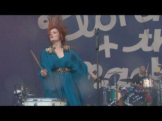 Florence + The Machine - Improv / Kiss With A Fist