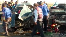 Bolvadin'de Trafik Kazası! Otomobil ve Hafif Ticari Araç Çarpıştı: 2 Ölü, 3 Yaralı