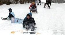 Bayburt'ta Etkili Olan Kar Yağışı Nedeniyle Eğitime Bir Gün Ara Verildi