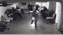 Un prisonnier tente de prendre la fuite en courant dans un Palais de justice !