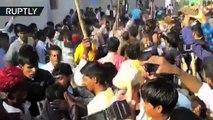 Un cérémonial en Inde se fête en se laissant piétiner par un troupeau de vaches !