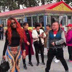 la preuve que Queen Biz est une star en Chine
