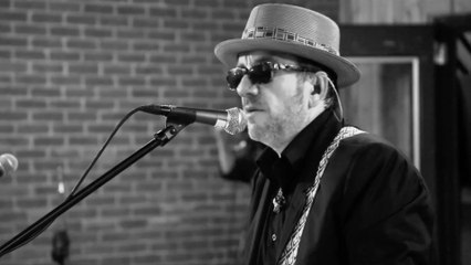 Elvis Costello And The Roots - I Want You