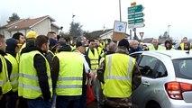 Bourg-en-Bresse : une voiture tente de passer le barrage des Gilets Jaunes à la Neuve