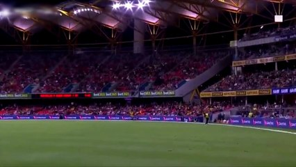 That is magnificent from Glenn Maxwell!